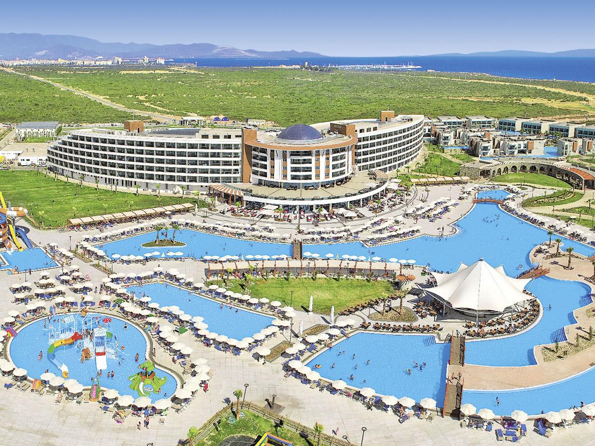 Aquasis De Luxe Resort & Spa