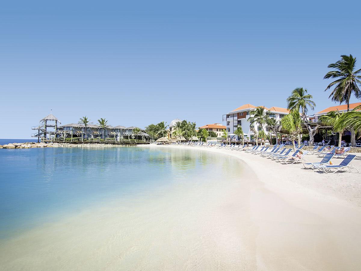 Avila Beach Corendon curaçao